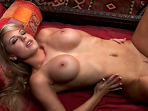 Smoking  hot Taryn Terrell is a blond with real hot body.