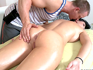 Oily Sex Massage for Brunette Beauty Babe