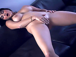 Big Tits Babe Shows Her sexy body And wet pussy