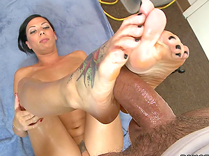 Very Sexy Footjob of babe has beautiful feet