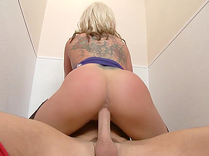 BLONDE  Milf in Pantyhose ENJOYS SEX WITH Dude IN A TOILET
