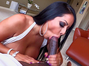 LEXINGTON STEELE FUCKS BUSTY BRUNETTE KIARA MIA IN POV