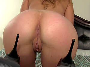 CURLY HAIR BEAUTY KIMBER DAY OFFERS HER HOT BODY FOR HIS PLEASURE