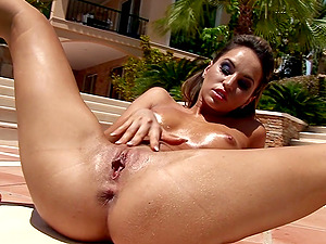ALEXIA MASTURBATES HER SHAVED PUSSY ON THE POOLSIDE