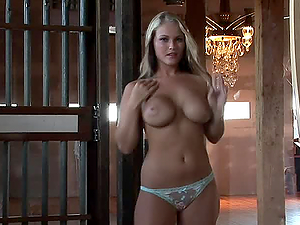 BUSTY BLOND MICHELLE MOORE SHOWS OFF HER BODY